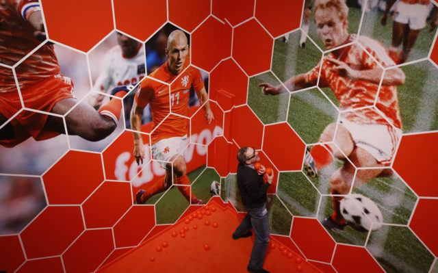 Oranjegekte bij Helden aan de bal